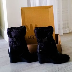UGG Cassidy 1943 Nylon Leather Heel Boots - size 9